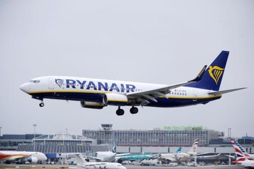 La compañía cerrará las bases de Girona, Tenerife Sur, Lanzarote y Las Palmas.