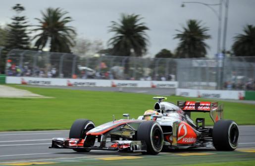 El piloto británico de Fórmula Uno Lewis Hamilton, de McLaren, conduce su monoplaza.