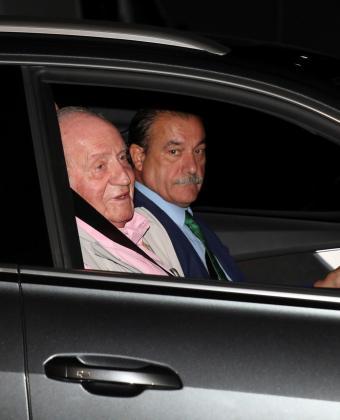 El rey Juan Carlos a su llegada este viernes a la Clínica Quirón para someterse a una intervención quirúrgica cardíaca.