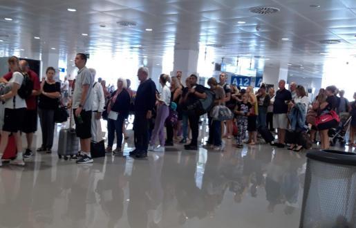 Esta es la imagen que presenta la zona de control de pasaportes este sábado en el aeropuerto de Palma.
