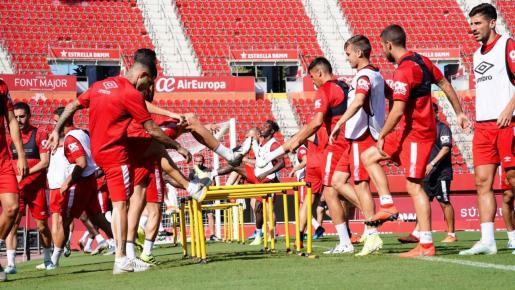 Imagen del entrenamiento del Real Mallorca en Son Moix antes de recibir a la Real Sociedad este domingo.