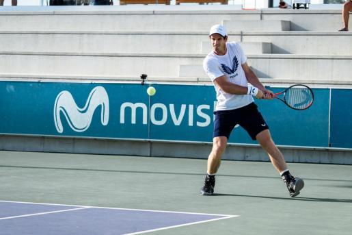 Imagen de Andy Murray entrenando este sábado en las instalaciones de la Rafa Nadal Academy en Manacor.