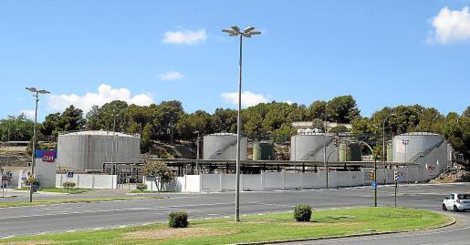 Imagen de los depósitos de CLH en las inmediaciones de Portopí.