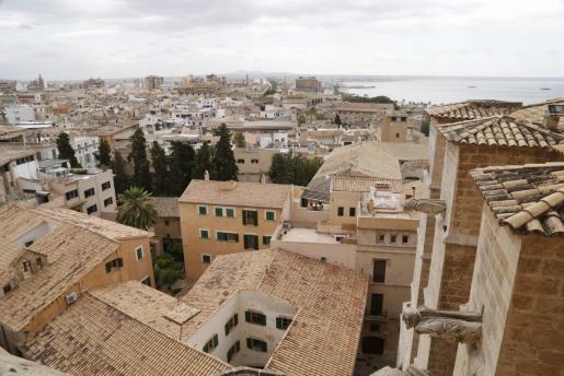 Los precios de la vivienda en Baleares siempre se han situado entre los más caros del Estado, una tendencia que en los últimos años se ha visto agravada por la elevada demanda de oferta asequible y la escasez de inmuebles a la venta para cubrir esta necesidad de las rentas medias.