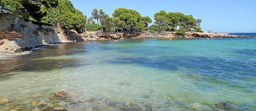 Con un litoral en parte natural, la zona turística cuenta con varias terrazas.