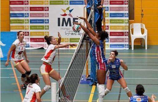 Imagen de un encuentro de voleibol femenino disputado por el conjunto mallorquín, el Voley Ciutat Cide.