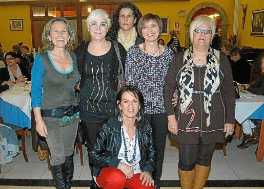 Cati Oliver, Magdalena Moyà, Teresa Sastre, Antonia Llobera, Maria Vallés y Mercedes Fuertes.