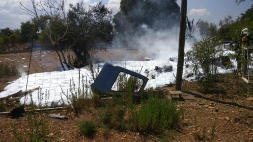 Imagen de los restos del accidente aéreo ocurrido este domingo cerca de Inca.