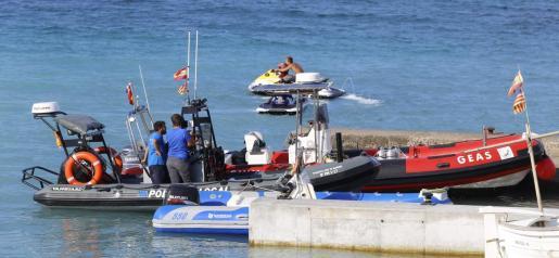 Buceadores del Grupo Especial de Actividades Subacuáticas (GEAS) de la Guardia Civil han hallado muerto en la Punta de n'Amer.