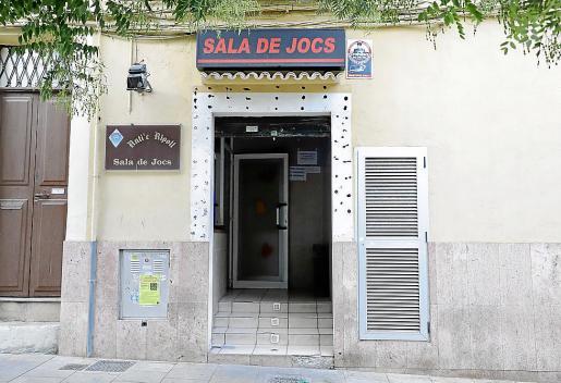 El salón de juegos Antic Ripoll está situado en la calle Fàbrica de Palma.