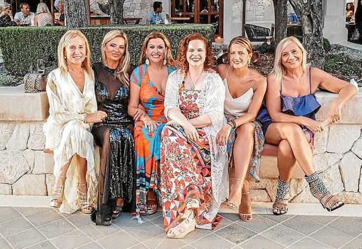 Ángela Seguí, Ilona Novackova, Lucila Siquier, Mercedes Fuentes, Majo García y Coloma Oliver.