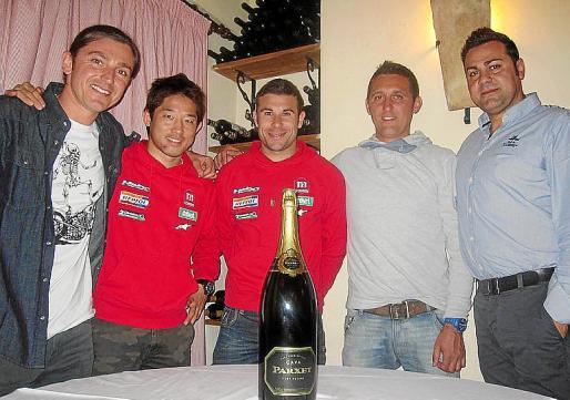 Toni Gelabert, de 100 Emocions; los pilotos del equipo Montesa-Honda, Takahisha Fujinami y Toni Bou; Xim Martí y Jaume Cano.