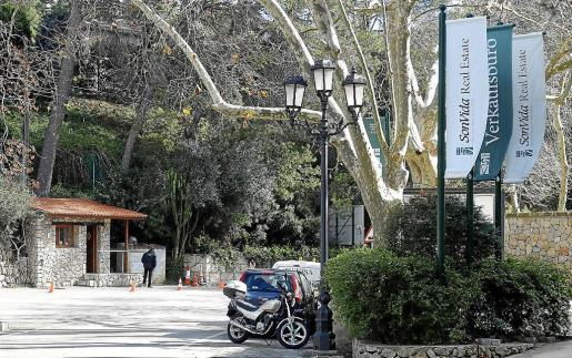 El acceso a la exclusiva urbanización de Son Vida está custodiado por vigilantes de seguridad.
