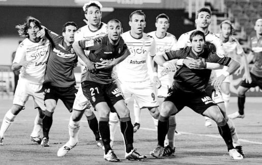 Una imagen del encuentro de Liga disputado esta temporada en Son Moix entre el Sporting de Gijón y el Real Mallorca.