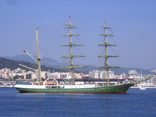 Momento de entrada en el puerto de Palma del barco.