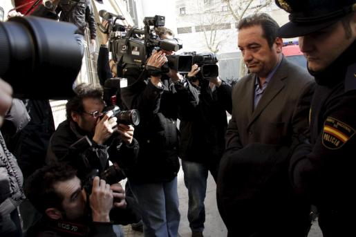 Jacinto Farrús, a su llegada esta mañana a los juzgados.