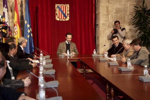 El president del Govern, José Ramón Bauzá, se ha reunido hoy con los constructores de las islas.