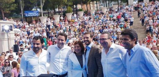 Los líderes nacionales y regionales del PP, ante un millar de militantes y simpatizantes en Benidorm.