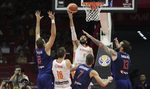 Momento del encuentro entre España y Serbia.