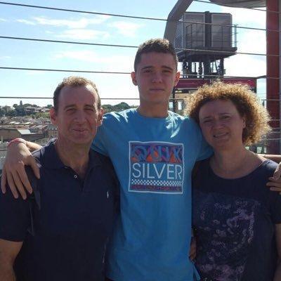 El malogrado Víctor Tendero, junto a su hijo Pau, jugador del Barcelona B de baloncesto, y su esposa.