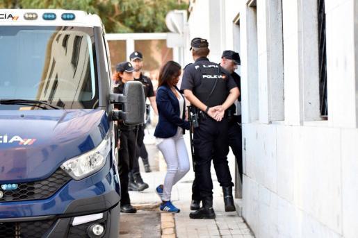 Ana Julia Quezada, la autora confesa de la muerte del niño Gabriel Cruz, a su llegada este lunes a la Audiencia Provincial de Almería.