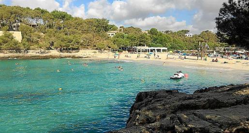 El chiringuito de la playa de Mondragó está dentro del parque natural.