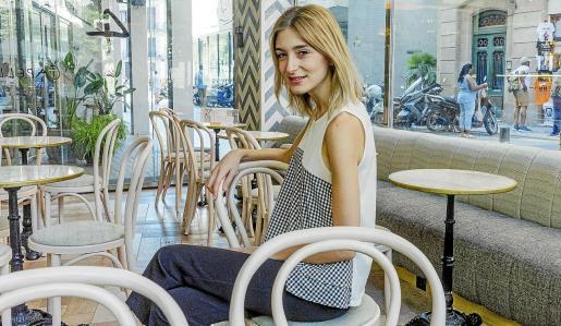 La escritora, guionista y dramaturga Laura Gost, este lunes en Barcelona, donde participa en la Setmana del Llibre.
