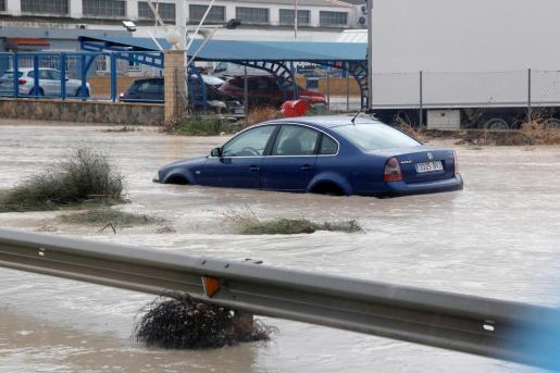 En la imagen, la entrada Norte de Orihuela por la N-340, cortada debido a las fuertes lluvias.