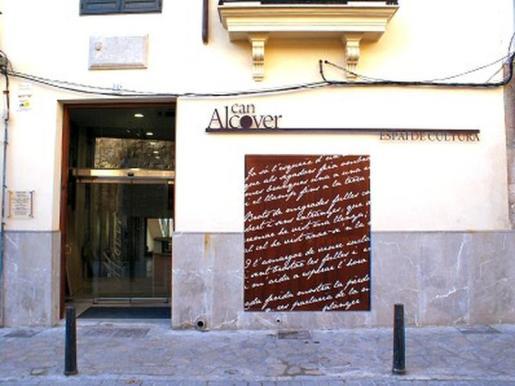 Fachada de Can Alcover tomada de la página del Institut d'Estudis Balearics.