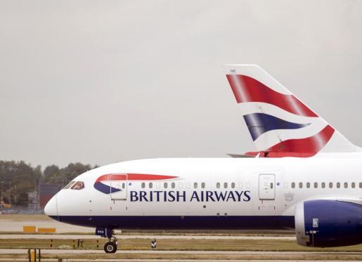 Una avión de British Airways en el aeropuerto de Heathrow.