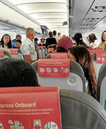 En la aeronave se vivieron momentos de auténtica tensión entre los pasajeros.