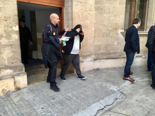Imagen de archivo de la comparecencia en los juzgados del exmonitor del colegio acusado de abusos a menores.