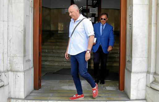 Miguel Ángel Subirán y Manuel Penalva, a la salida de los juzgados de Via Alemania.