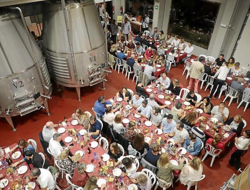 La cena se celebró dentro del edificio Veritas debido a las intensas lluvias de la jornada de este viernes.
