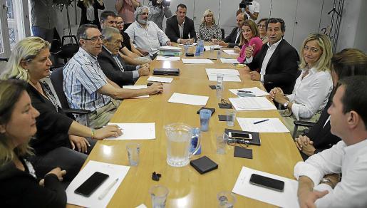 Company y otros cargos del PP, con los representantes empresariales.