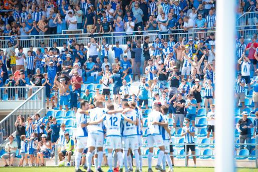 Los jugadores del Atlético Baleares celebran el tanto de la victoria ante Las Palmas Atlético en el Estadi Balear.