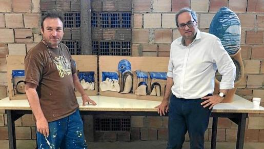 Miquel Barceló y Quim Torra, durante la visita del segundo al estudio del artista en Vilafranca de Bonany, el pasado mes de junio.