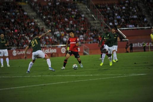 El jugador del Real Mallorca Take Kubo durante el partido ante el Athletic Club de Bilbao disputado este viernes en Son Moix.