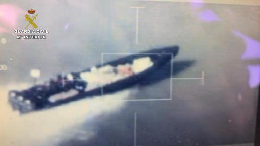 En la operación Cansino-Lanas se ha procedido contra 78 personas, e incautado más de seis toneladas de hachís, 5 embarcaciones, 17 vehículos, 480.000 euros en efectivo, 6 armas, y desmantelado un astillero que construía embarcaciones semirrígidas.