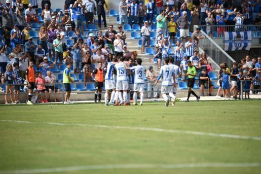 Los jugadores del Atlètic celebran uno de los goles anotados ante el Sanse.