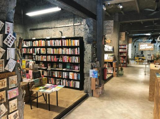 Imagen del interior de la librería Rata Corner.