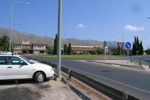 El hombre realizaba un trabajo den el tejado de Mobles Paco en Pollença.