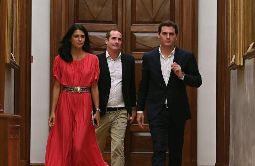 El presidente de Ciudadanos, Albert Rivera, a su salida de la reunión que ha mantenido con el líder del PP, Pablo Casado.