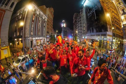 La selección española de baloncesto ha festejado este lunes en la Plaza de Colón de Madrid su título de campeona de mundo.