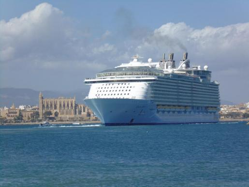 Imagen de un crucero en la bahía de Palma.