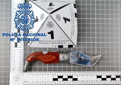 Imagen del cuchillo utilizado por el agresor.