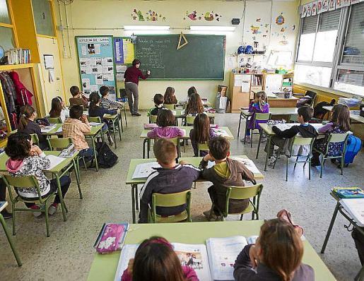 Alumnos en un aula de un centro público.