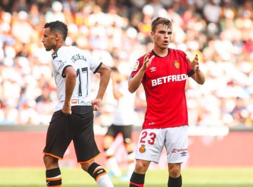 El jugador del Real Mallorca Aleix Febas gesticula durante el partido que enfrentó a los bermellones y al Valencia en Mestalla.