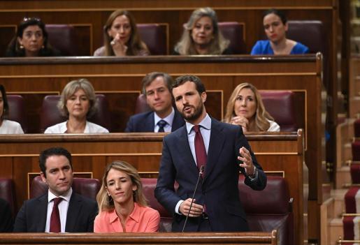 El líder del PP, Pablo Casado, durante su intervención en la segunda y última sesión de control de esta legislatura celebrada este miércoles en el hemiciclo del Congreso.