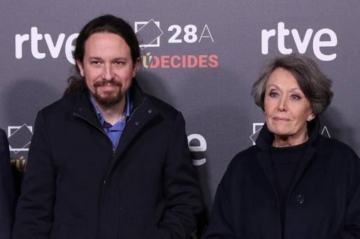El secreatario general de Unidas Podemos, Pablo Iglesias y la presidenta de RTVE, Rosa María Mateo, a su llegada a RTVE para el debate electoral a cuatro de las pasadas elecciones.